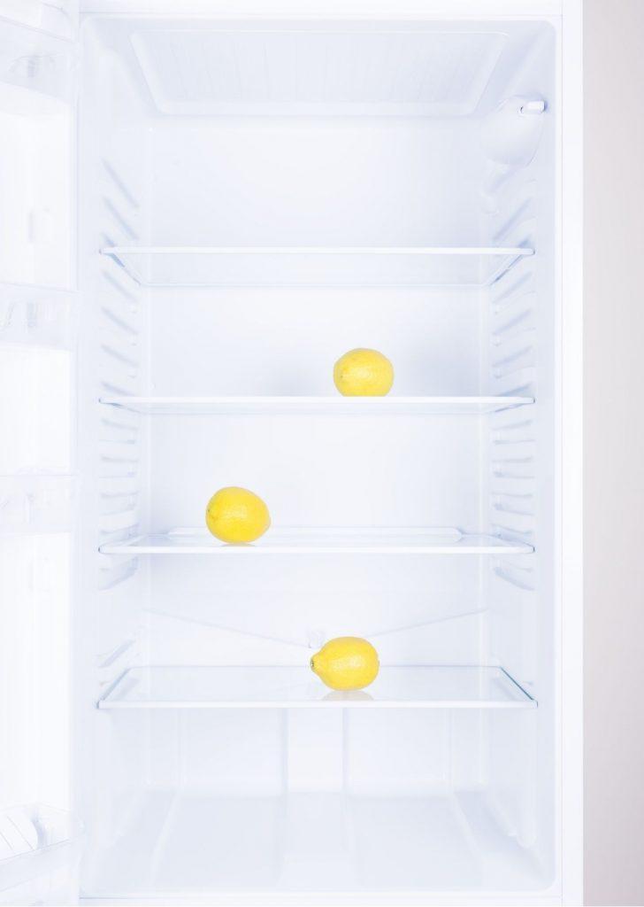limpar a geladeira limao