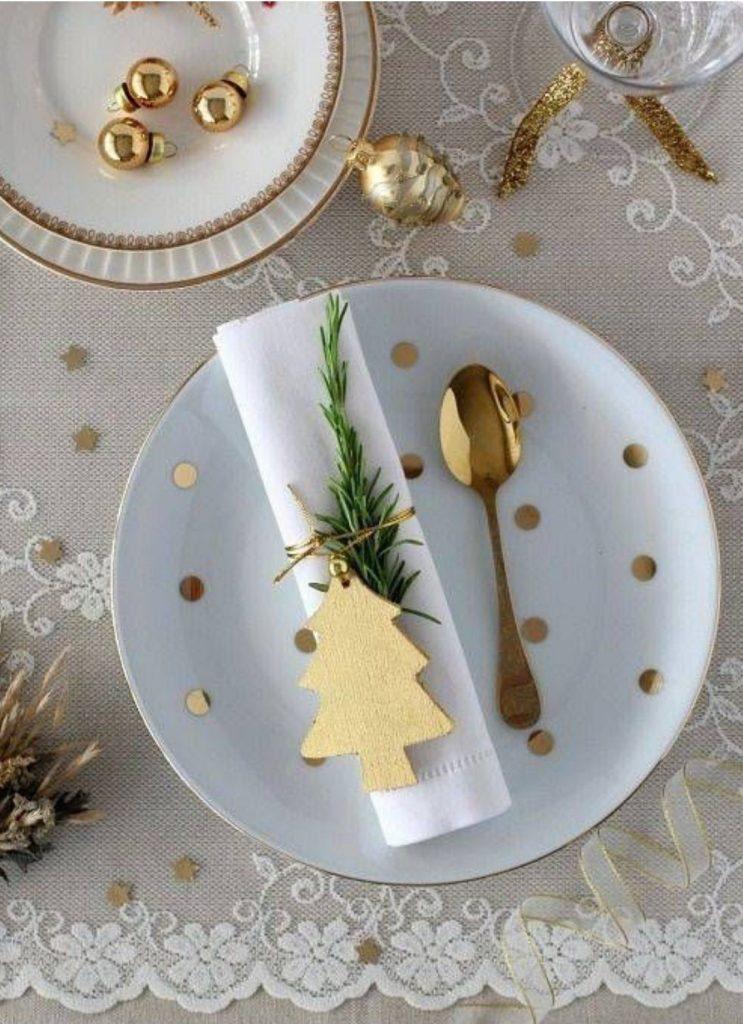 Mesa de Natal Branco e Dourado Minimalista
