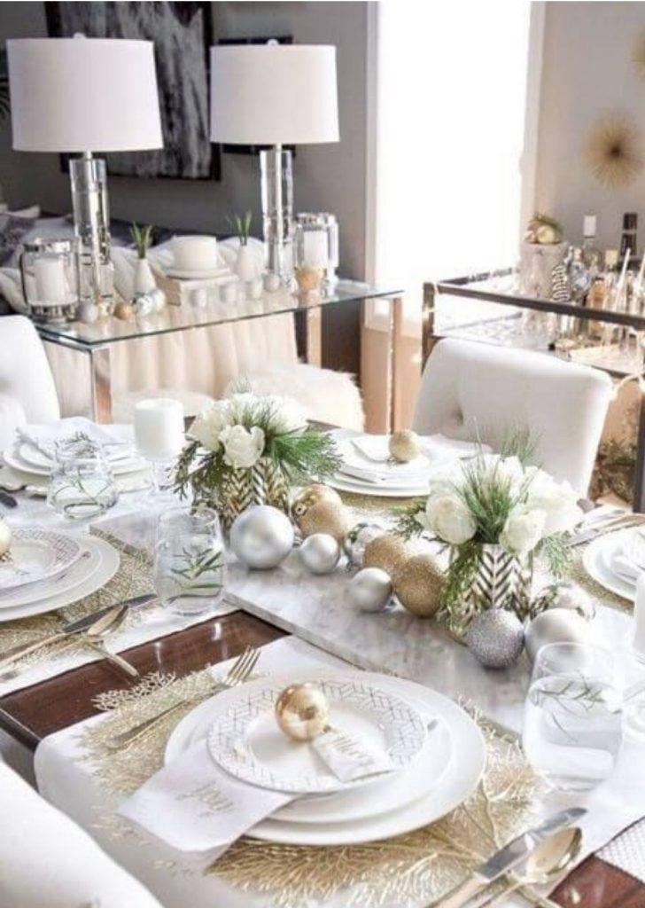 Mesa de Natal Branco e Metálicos